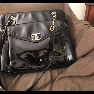 Black patent leather Chanel bag from the 80's-90's